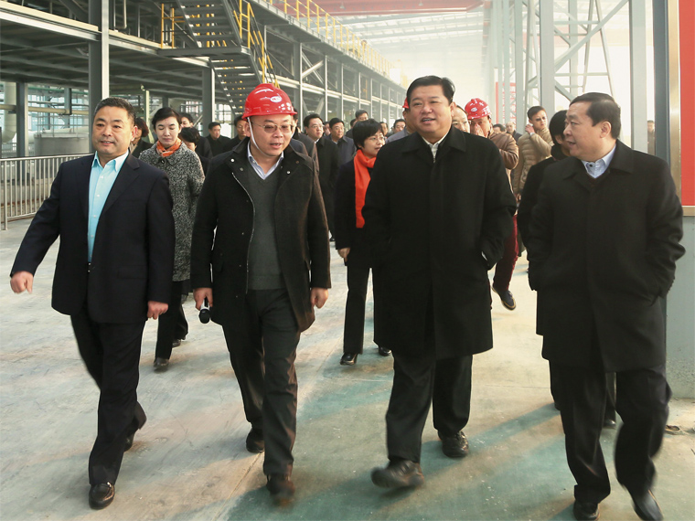 2016年1月,山东省临沂市委书记林峰海带队莅临山东亚博全站考察、调研