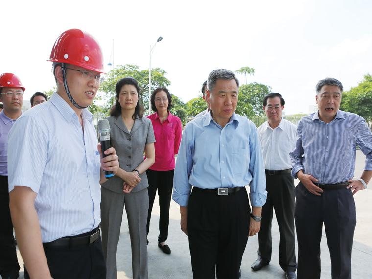 2014年5月,广东省人大常委会主任黄龙云一行莅临肇庆亚博全站考察、调研