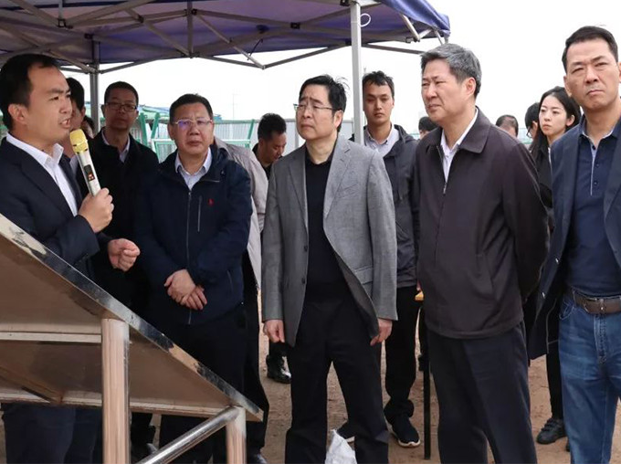 广东省工信厅巡视员何荣等领导一行莅临阳江竞博电竞怎么样调研